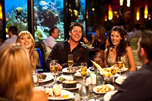 dining_bimini_people
